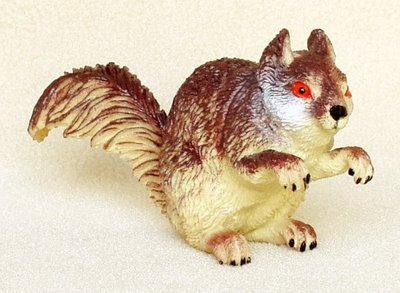 Squirrel-red-bellied-tree-plastic-animal-f1065