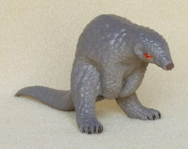Pangolin-plastic-animal-f1059